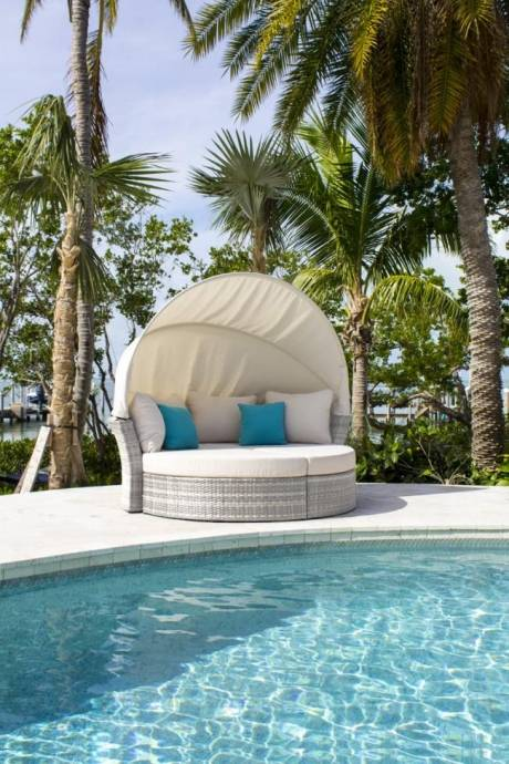 Santorini Patio Furniture: Santorini Canopy Daybed & 2 Ottomans W/cushions 895-1551
