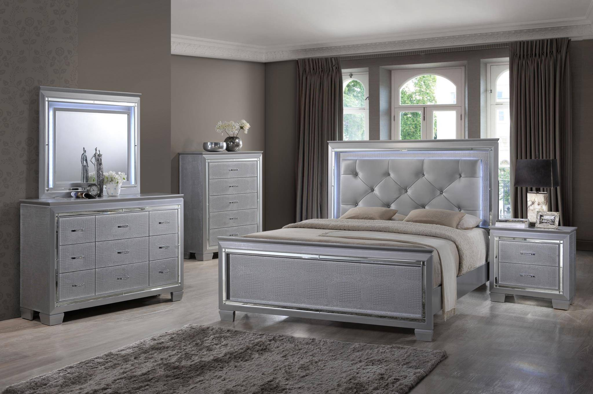 Soflex Tinley Silver Diamond Tufted Queen Bedroom Set 5 Led