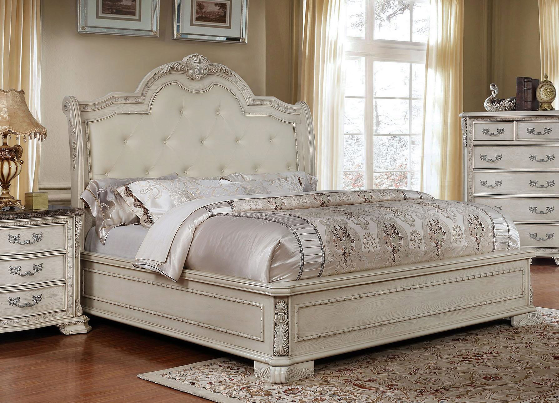 Picture of: Antique White Tufted King Size Bedroom Set 4pcs Traditional Mcferran B1000 B1000 Ek Set 4